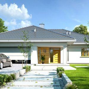 Decydując się na dom parterowy musimy dysponować działką o dużej powierzchni. Projekt: arch. Michał Gąsiorowski. Fot. MG Projekt