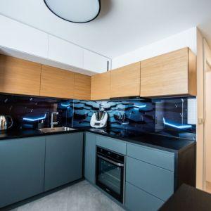 Maksymalnie zabudowana szafkami kuchnia pozwala na rewolucje w kwestii zdrowego gotowania. Projekt: Izabela Frankowicz-Karczewska, Małgorzata Szymonek (Modus Architekci). Fot. Łukasz Botor, Noyosei