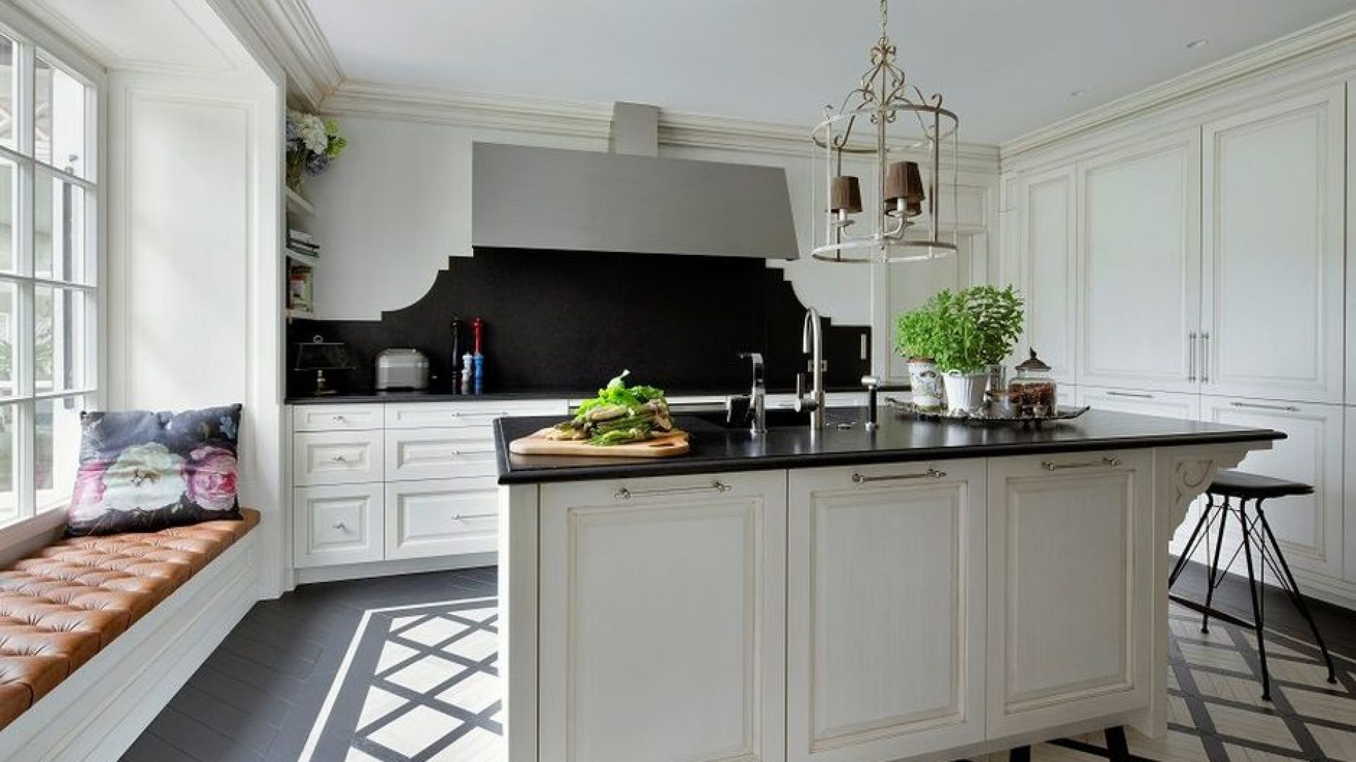 KitchenDesignOver£100000_WyzyrkowskiStudio_WhiterShadeofProvance_3-891x594.jpg
