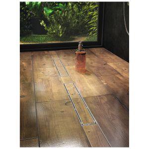 Plado  to odpływ liniowy z rusztem stalowym z korytkiem do wklejania płytek, umożliwiający uzyskanie jednolitej podłogi w łazience, dł. od 50 do 100 cm. Cena: od 553,50 zł. Dostępny w ofercie firmy Laveo. Fot. Laveo