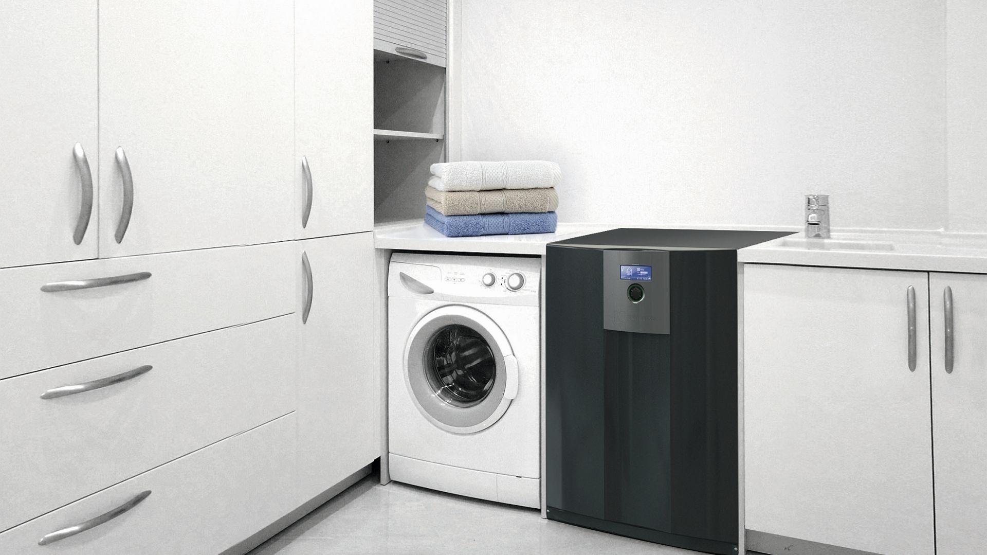Działanie pompy ciepła można porównać do pracy lodówki. Zamiast odprowadzać ciepło na zewnątrz, pompa ciepła pobiera energię cieplną z zewnątrz i dostarcza ją do budynku. Fot. Hydro-Tech