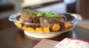 Potrawy zapiekane w naczyniach żaroodpornych to doskonały sposób na smaczny obiad lub kolację. Warto zatem posiadać w swej kuchni zestaw złożony z kilku naczyń różnej wielkości.