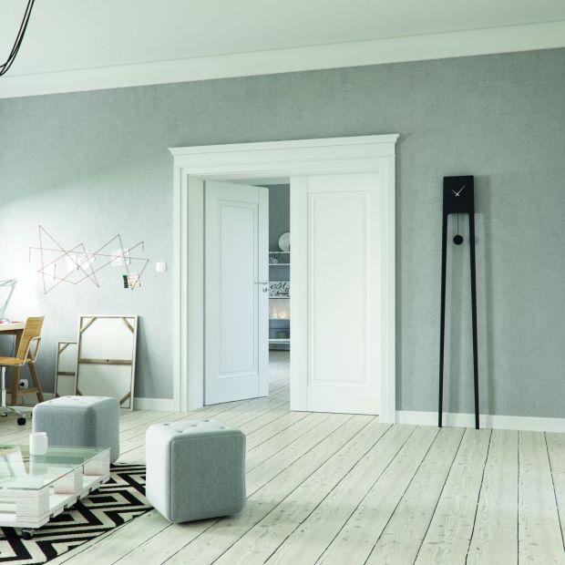 Piękna aranżacja wnętrza - modne drzwi