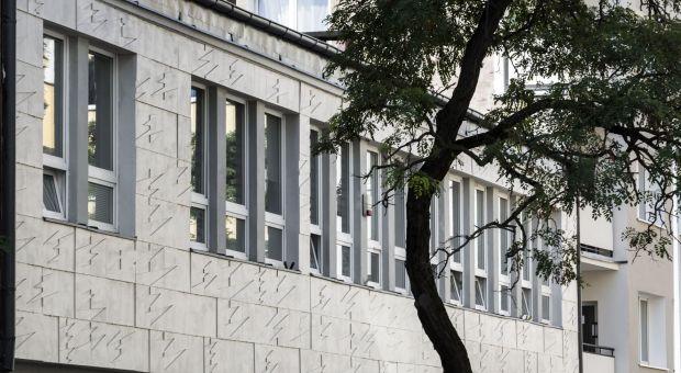 Fasada budynku jak tafla wody - ciekawy projekt w Gdyni