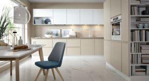 47'th Scott Avenue to nowoczesna propozycja kuchennej zabudowy na wymiar z linii Senso Kitchens od Black Red White. Proste, oszczędne w formie fronty mebli ze zintegrowanymi uchwytami doskonale oddają minimalistyczne podejście do designu, tworząc wnę