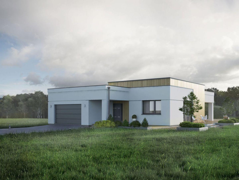 Bryłę domu urozmaicono wysuniętym garażem i materiałami elewacyjnymi. Fasada jest wykończona tynkiem z nutą naturalnego drewna. Fot. Biuro Projektów MTM Styl