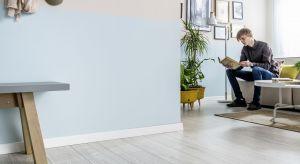 Listwa Espumo wchodzi w skład kolekcji listew White-Up! Została wyprodukowana w oparciu o innowacyjną, dwuwarstwową technologię Kerracore. Posiada lekką spienianą warstwę wewnętrzną i twardą warstwę zewnętrzną, która zapewnia odporność na