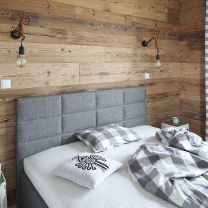 Aranżacja sypialni - wykończenie ściany za łóżkiem. Projekt: Agnieszka Żyła. Fot. Bartosz Jarosz