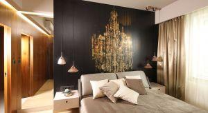 Drewno, farba tapeta, a może lustra lub przytulne tapicerowane zagłówki.Pomysłów na wykończenie ściany za łóżkiem w sypialni jest mnóstwo. Zobaczcie pomysły z polskich domów.