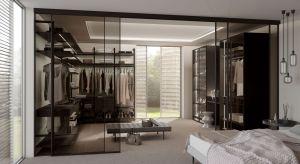 Garderoba, która pomieści bez trudu pokaźną kolekcję ubrań i dodatków, a w dodatku wyeksponuje je na wzór w luksusowych butików, to obiekt pożądania każdej chyba kobiety. Dzięki rozwiązaniom typu walk-in możemy stworzyć przestrzeń, w któ
