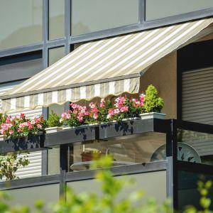 Przemyślany montaż balkonowych markiz to nasze bezpieczeństwo. Fot. Fischer