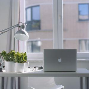 Wybieramy ergonomiczne biurko dla dziecka i dorosłego.