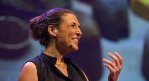 Designerka, światowej sławy ekspertka od designu zrównoważonego, wykładowczyni Holon Insitutue of Technology, jedna z najciekawszych europejskich innowatorek, mówczyni TED będzie jednym z gości tegorocznego Forum Dobrego Designu..