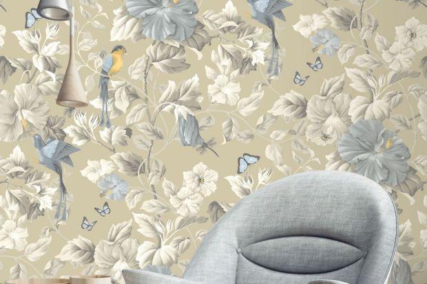 Pomysł na ścianę - brokat i kwiaty na tapetach