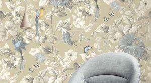 Wrześniowe nowości w ofercie tapet zachwycają stylistycznym wyrafinowaniem. Tapeta Camila Paradise to estetyczny przepych i witalność natury, scenograficzna okładzina Lustre olśniewa blaskiem brokatu.