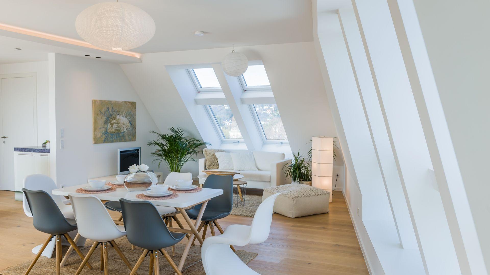 Okno uchylno-wysokoosiowe Designo R8 WD/Roto. Produkt zgłoszony do konkursu Dobry Design 2019.