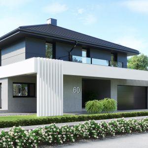 Regularna bryła została przykryta dachem kopertowym i ozdobiona charakterystycznym belkowaniem, biegnącym wokół budynku. Dom HomeKONCEPT 60. Opracowanie projektu i zdjęcia: Pracownia HomeKONCEPT