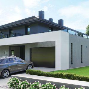 Fasada została skomponowana z dwubarwnego tynku cienkowarstwowego i ozdobiona białym belkowaniem, biegnącym wokół budynku. Dom HomeKONCEPT 60. Opracowanie projektu i zdjęcia: Pracownia HomeKONCEPT