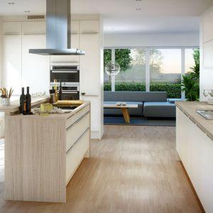 Utrzymana w jasnej tonacji kolorystycznej kuchnia Arkitekt plus kritvit w skandynawski stylu. Fot. Marbodal