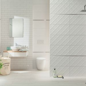 Białe płytki ceramiczne z kolekcji Burano dostępne w ofercie firmy Ceramika Domino. Fot. Ceramika Domino