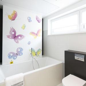 Kąpiel z pianą w towarzystwie kolorowych motyli to prawdziwa przygoda! Projekt: Agnieszka Hajdas-Obajtek (Arte Dizain). Fot.  Bartosz Jarosz