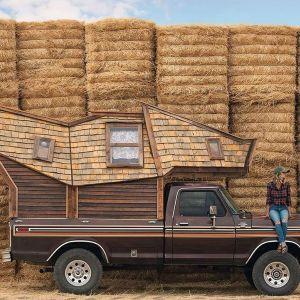 Jeżdżąca kabina jest idealna aby zabrać ze sobą niezbędne rzeczy i ruszyć w drogę, ku nowej przygodzie. Fot. Jacob Witzling