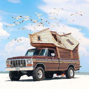 Jeżdżąca kabina jest idealna aby zabrać ze sobą niezbędne rzeczy i ruszyć w drogę, ku nowej przygodzie. Fot. Sara Underwood