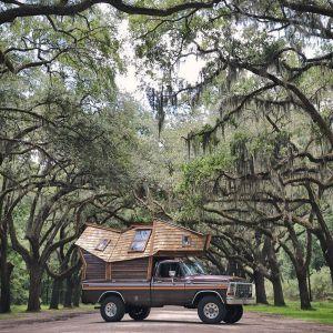 Jeżdżąca kabina jest idealna aby zabrać ze sobą niezbędne rzeczy i ruszyć w drogę, ku nowej przygodzie. Fot. Sara UnderwoodFot. Sara Underwood