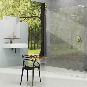 Kabina z serii Walk-in Free firmy Ravak daje możliwość stworzenia przestrzeni prysznicowej o dowolnej wielkości. Fpt. Ravak