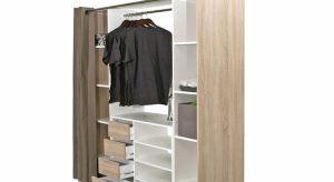Z pomocą w organizacji garderoby przychodzą organizery czy pakowne szafy przesuwne oraz inne funkcjonalne gadżety.