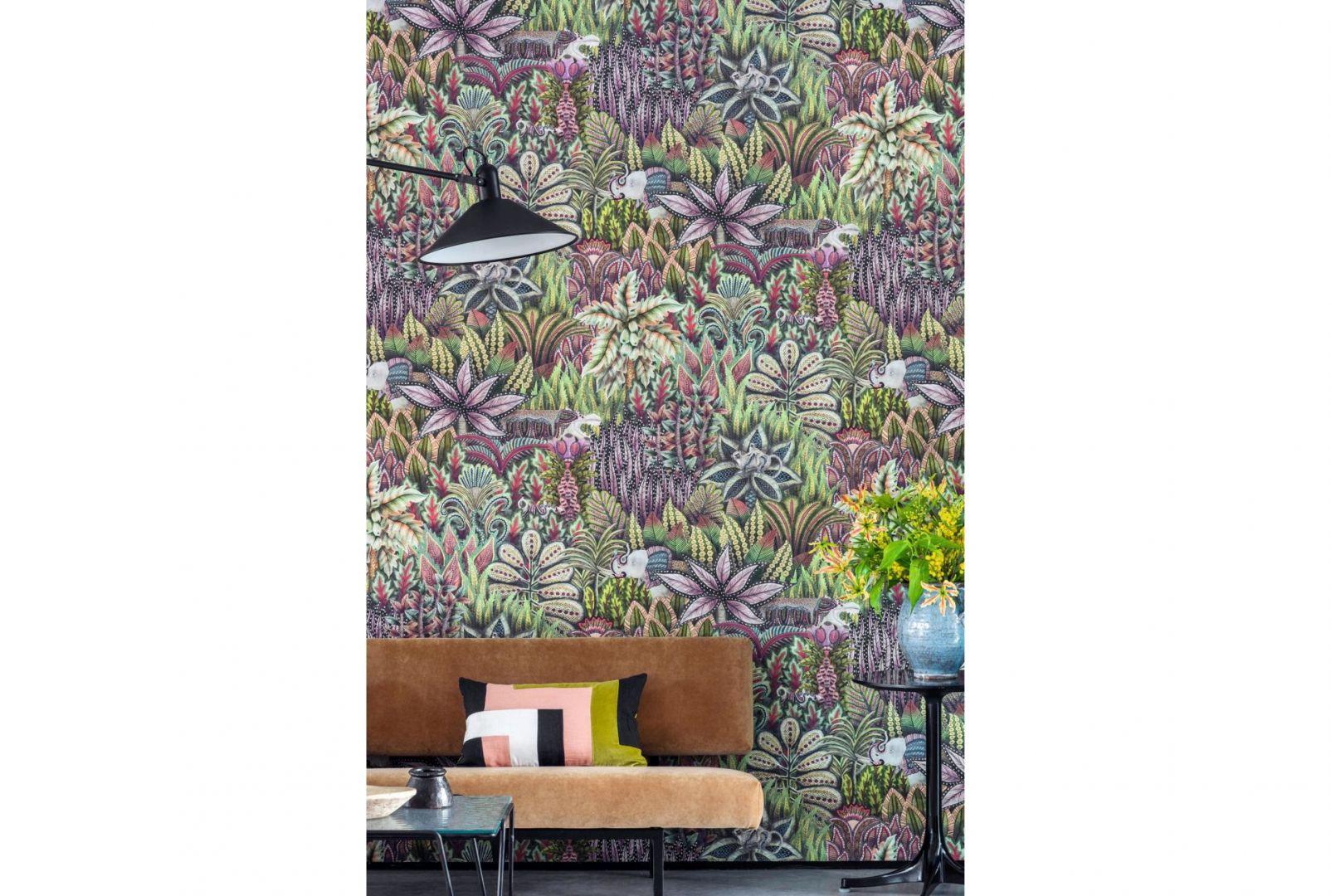Tapeta Singita z kolekcji Ardmore inspirowanej afrykańską fauną i florą, o wzorze z efektem głębi, który optycznie powiększy wnętrze. Na zamówienie, Cole&Son, dostępne w sklepie Impresje. Fot. Cole&Son/Impresje Home Collection