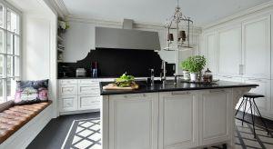 W tej kuchni aromaty i smaki mieszają się ze sobą tworząc niezwykle oryginalną kompozycję. Całość spowija zapach świeżych ziół z ogródka, który można podziwiać tuż za oknem.