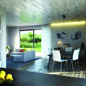 Sercem domu jest obszerna część dzienna otwarta na ogród z dwóch stron: przez werandę dostępną z części kuchennej i jadalnej oraz duży drewniany taras z części wypoczynkowej.