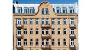 """Rozpoczęta w 2015 roku renowacja""""Kamienicy Rybaka"""" przy Brzeskiej 18 w Warszawie właśnie dobiegła końca. Zaniedbywana przez lata perła warszawskiej Pragi odzyskała swój dawny blask i została oficjalnie oddana do użytku."""