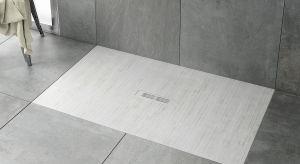 Ultrapłaskie powierzchnie prysznicowe i odpływy liniowe wyparły z przestrzeni łazienek tradycyjne, wysokie brodziki. Ich dyskretna elegancja i wysoka funkcjonalność wpisują się idealnie w koncepcję nowoczesnego natrysku.