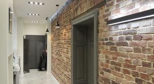 """Kupno mieszkania to jedna z poważniejszych życiowych decyzji. O tym, w jaki sposób powinniśmy podejść do zakupu i urządzania wymarzonego """"M"""", rozmawiamy z Tomaszem Bradeckim i Barbarą Uherek-Bradecką - architektami i współwłaściciel"""