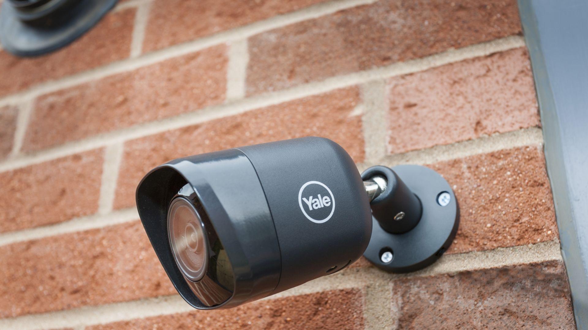 System monitoringu domowego - kamera zewnętrzna. Fot. Yale