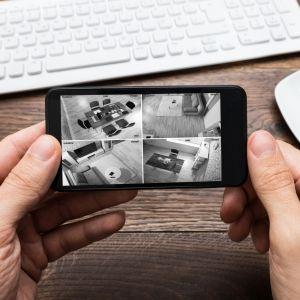 System monitoringu domowego - podgląd kamer. Fot. Yale
