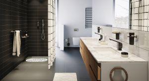 Szybki i energetyzujący – taki jest idealny prysznic. Oprócz tego powinien być jednak również bezpieczny i komfortowy, co pomogą osiągnąć odpowiednio dobrane akcesoria.