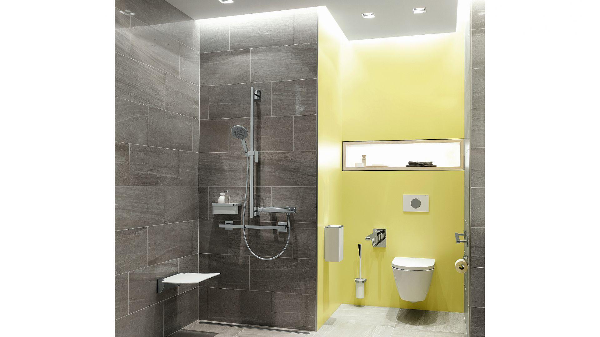 Składana ławeczka prysznicowa 350 montowana do ściany; siedzenie z wysokiej jakości poliamidu wzmocnionego włóknem szklanym. Maksymalne obciążenie 150 kg. Cena: 350 euro. Fot. Hewi
