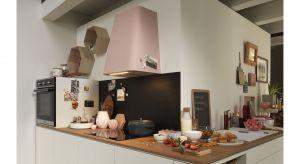 Smart Deco inspirowany jest formą tradycyjnych okapów kuchennych. Nowy model wprowadza do kuchni przyjemną atmosferę dzięki swoim miękkim liniom i pastelowym kolorom. Produkt zgłoszony do konkursu Dobry Design 2019.