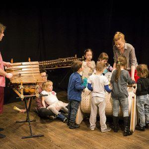 Musicon w trakcie pracy z dziećmi. Fot. archiwum Kamila Laszuka