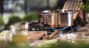 Urządzając nowe mieszkanie sporym wyzwaniem będzie na pewno dobranie sprzętu do kuchni. Co jest niezbędne, aby bez problemu przygotować codzienne posiłki? Zobaczcie poradnik, który pomoże skompletować akcesoria do kuchni na lata.