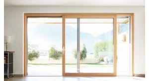 Drzwi podnoszono-przesuwne HST-Sky firmy FAKRO to nowy trend w budownictwie zmieniający postrzeganie przestrzeni mieszkalnych. Możliwości jakie stwarzają są nieocenione, a percepcja przebywania w budynku znacząco się zmienia. Produkt zgłoszony do