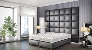 System Smart Click to zestaw składający się z zagłówka w formie tapicerowanych modułów, dowolnego materaca oraz jednego z trzech dedykowanych łóżek .