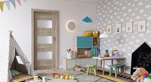 Świat małego odkrywcy zaczyna się w jego pokoju, który powinien być zarówno miejscem na odpoczynek, jak i zabawę. Aranżując wnętrze należy także postawić na odpowiednie drzwi.
