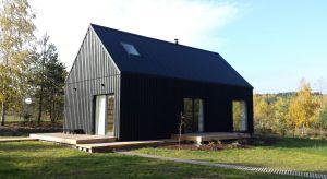 Czasy stylizowania budynków na dworki już dawno minęły. Teraz prym wiodą domy o prostej bryle, przypominającej wiejskie zabudowania. Mowa o nowoczesnej stodole, królowej współczesnej architektury.