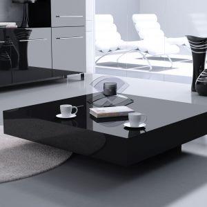 Nowoczesny salon - stolik kawowy magic czarny. Fot. Rosanero
