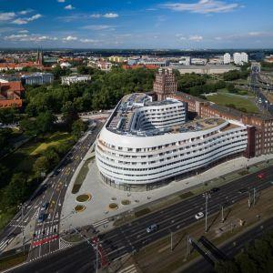 Realizację inwestycji przy ul. Podwale 82/91 rozpoczęto wiosną 2014 roku. Latem 2016 roku obiekt, którego całkowita powierzchnia liczy blisko 49 tys. m kw., oddano do użytku. Fot. materiały prasowe OVO Wrocław