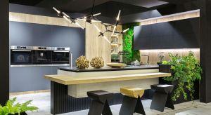Kuchnia Tessa to nowoczesna forma w idealnym wykończeniu. Aksamitna struktura ciemnych frontów anty-touch została połączona z laminatami 3D. Produkt zgłoszony do konkursu Dobry Design 2019.<br /><br />